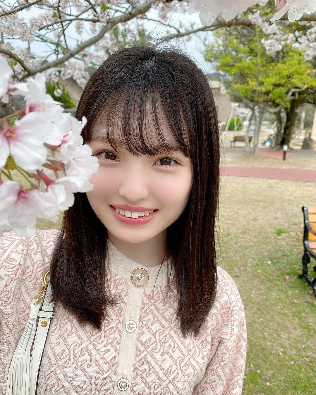 NMB48气质妹系偶像「新泽菜央」,外型萌萌哒身型超级反差萌-新图包