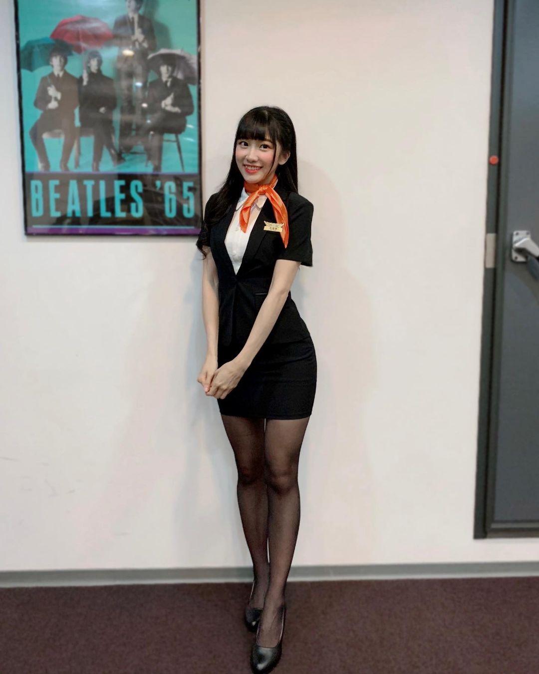 AKB48 Team TP成员冼迪琦,空姐服超短窄裙配黑丝袜太香了!-新图包