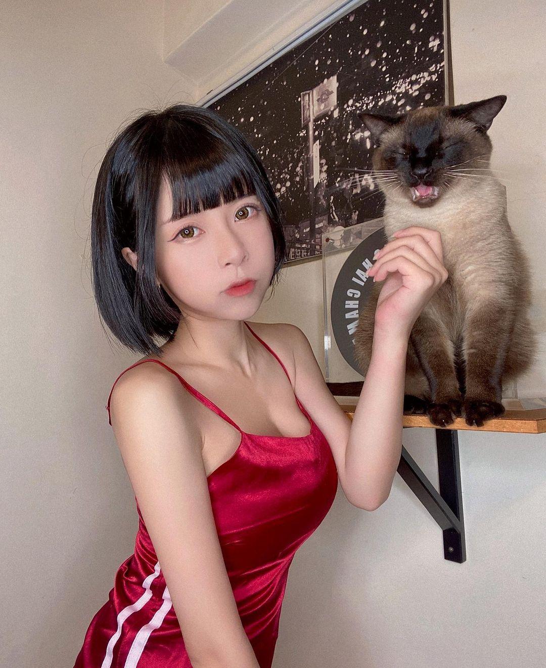 短发正妹赵宇乔(chubby糖)脸蛋甜美和身形窈窕,紧身运动装辣翻!-新图包