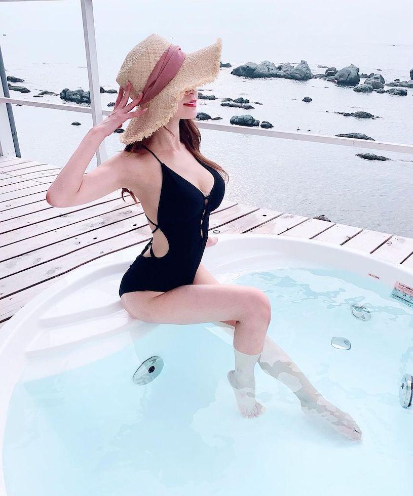 气质樱花妹大方展现性感曲线,穿洋装的雪白好诱人 养眼图片 第8张