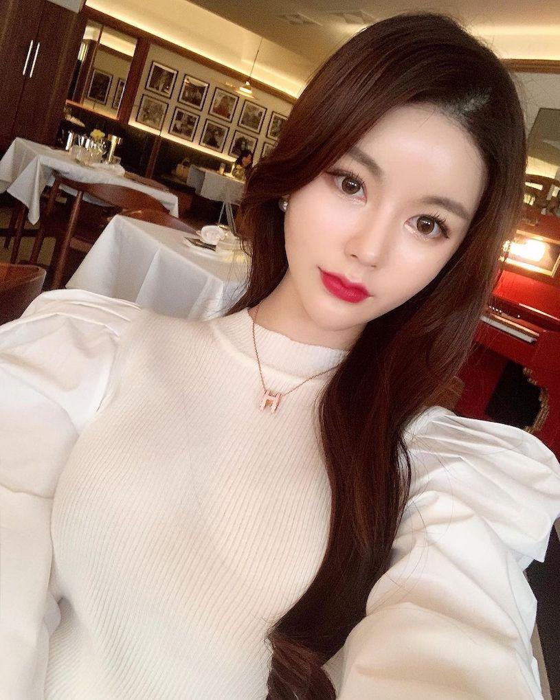 韩国姐姐「𝑺𝒐 𝒚𝒆𝒐𝒏」外表优雅曲线好凶,发送辣照好有魅力!-新图包