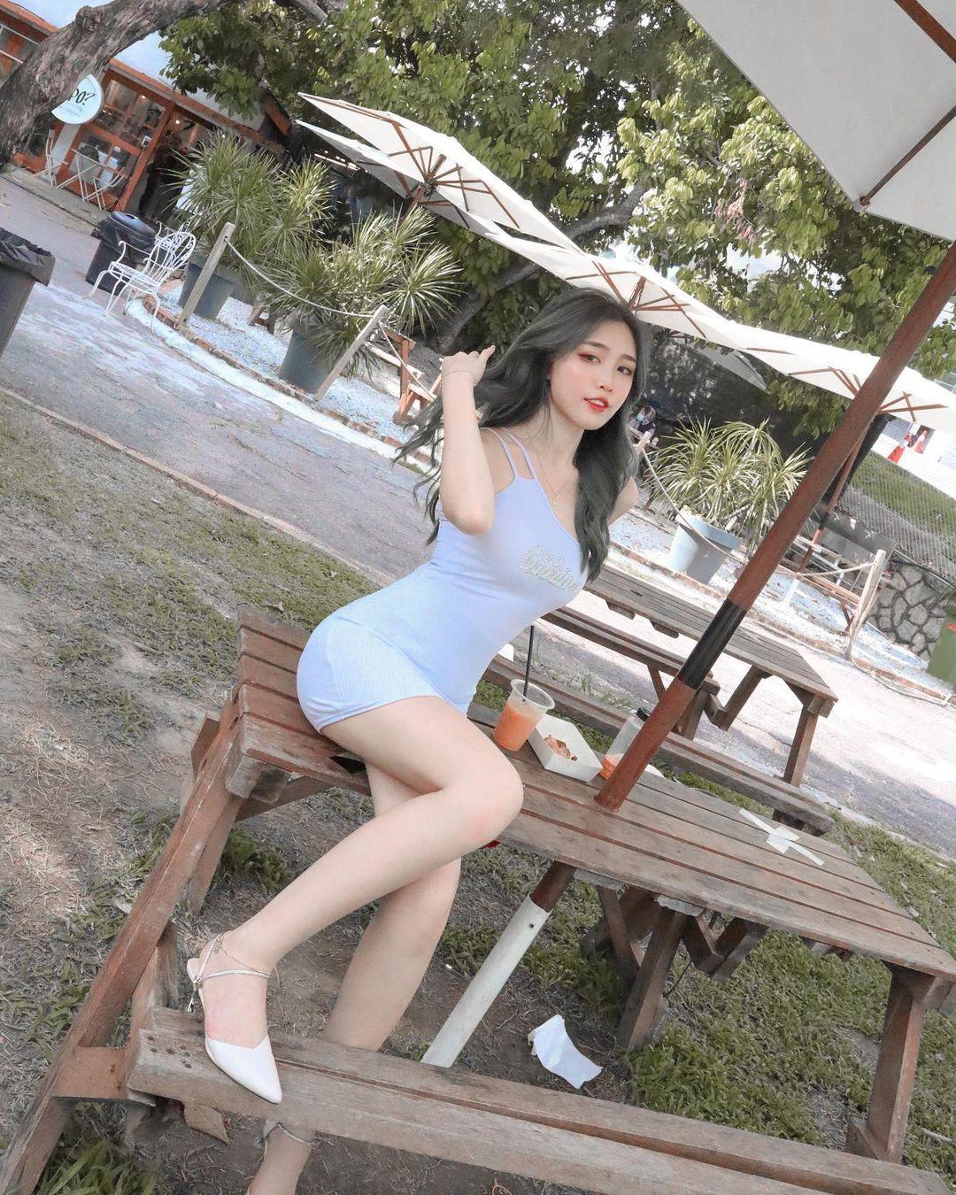 [正妹]清凉一下马来西亚网红[Fedora粉朵拉]轻薄衣物露出白皙肌肤 养眼图片 第14张
