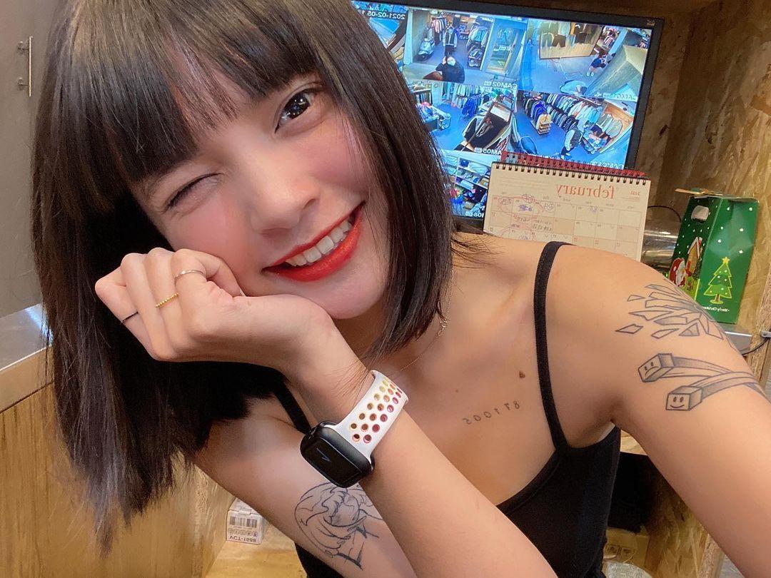 骑越野车的短发正妹,又甜又帅的迷人气质狂吸粉,30万粉丝热情追踪 网络美女 第10张