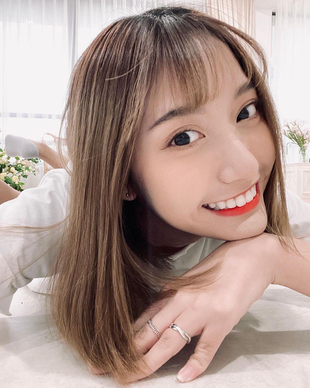 高雄小港高中18岁清纯学生妹,短发俏丽笑容甜美,个人IG好几万人追踪 养眼图片 第9张
