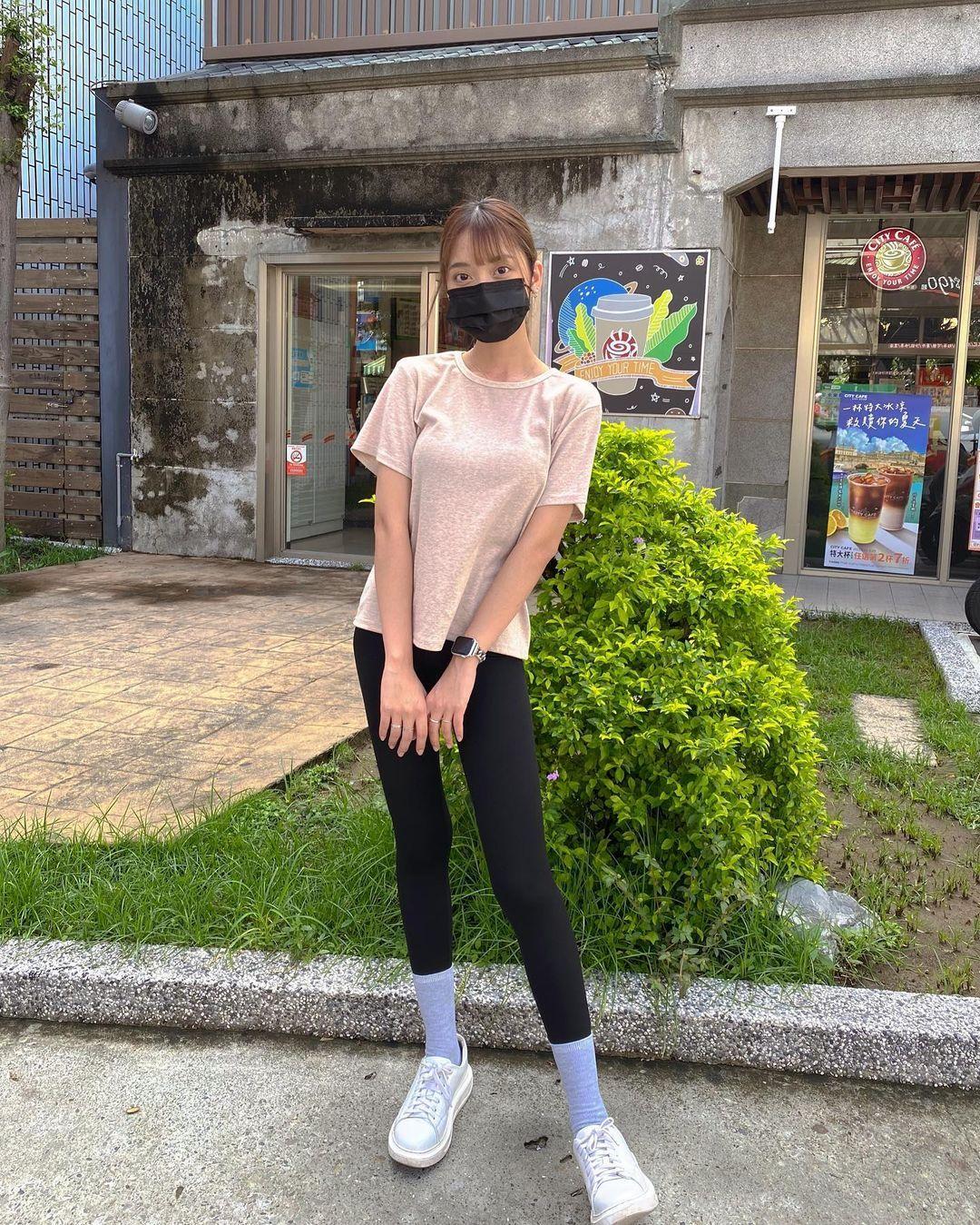高雄小港高中18岁清纯学生妹,短发俏丽笑容甜美,个人IG好几万人追踪 养眼图片 第13张