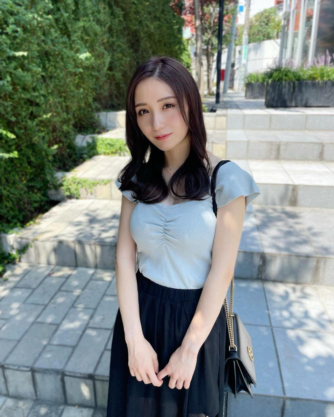 24 岁虎牙妹「伊藤爱真」一拍写真「性感」不藏了