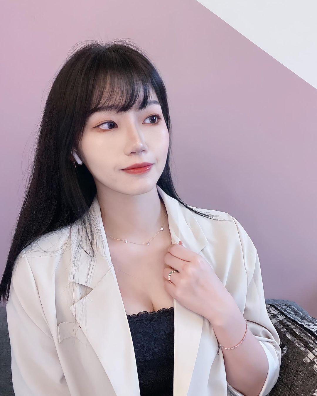韩系美妆正妹「子馨」脸蛋清秀甜美,身材宛如变魔术!-喵喵女