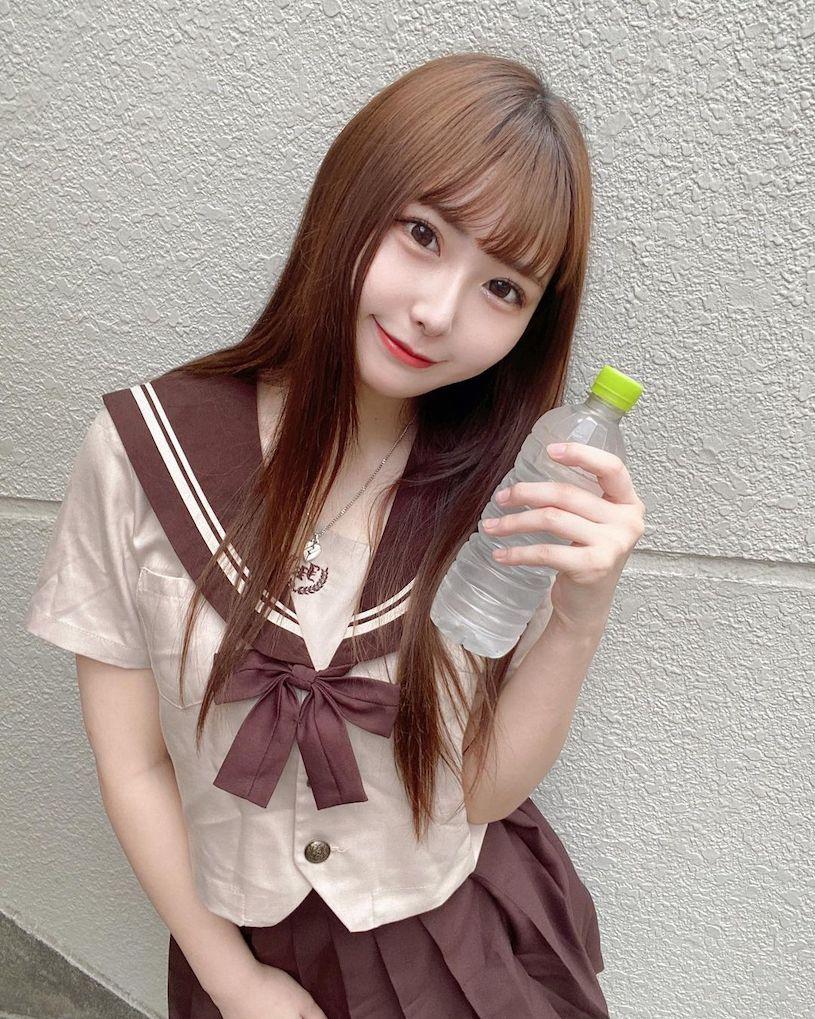 20岁甜甜偶像制服造型太萌了,走火辣路线也好搭 网络美女 第5张