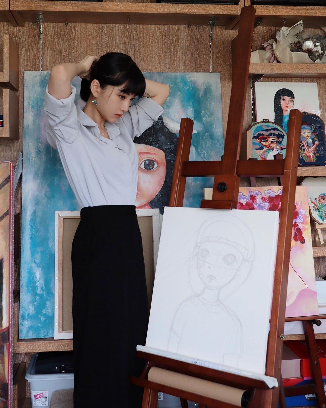 美少女美术家 李优 日常美图图片欣赏-觅爱图