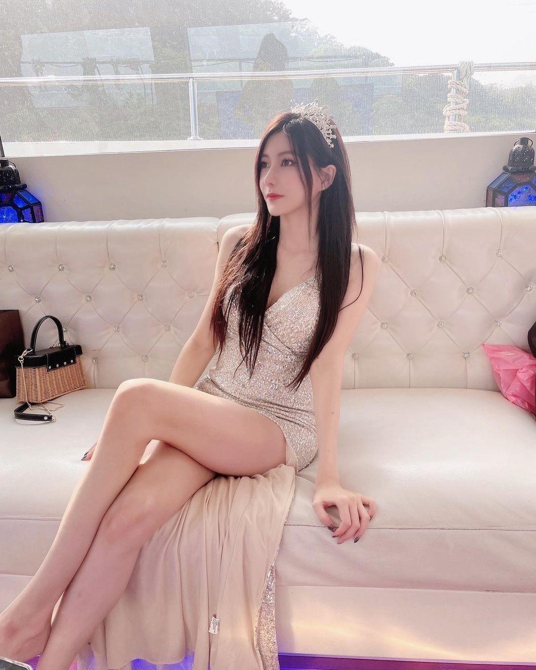 台北街头的「玉兰花美女」打扮火辣超养眼,网友热情表示:买到你提早下班. 养眼图片 第8张