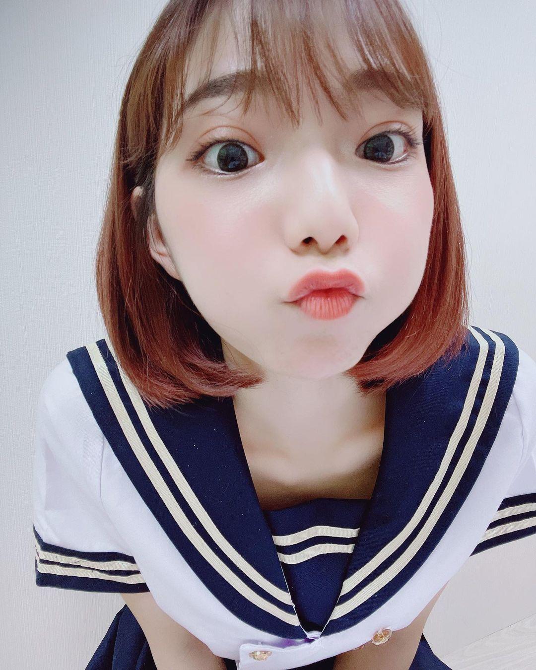 甜美正妹羽球手啾啾能纯能欲 偷偷使坏露性感微笑线 养眼图片 第6张