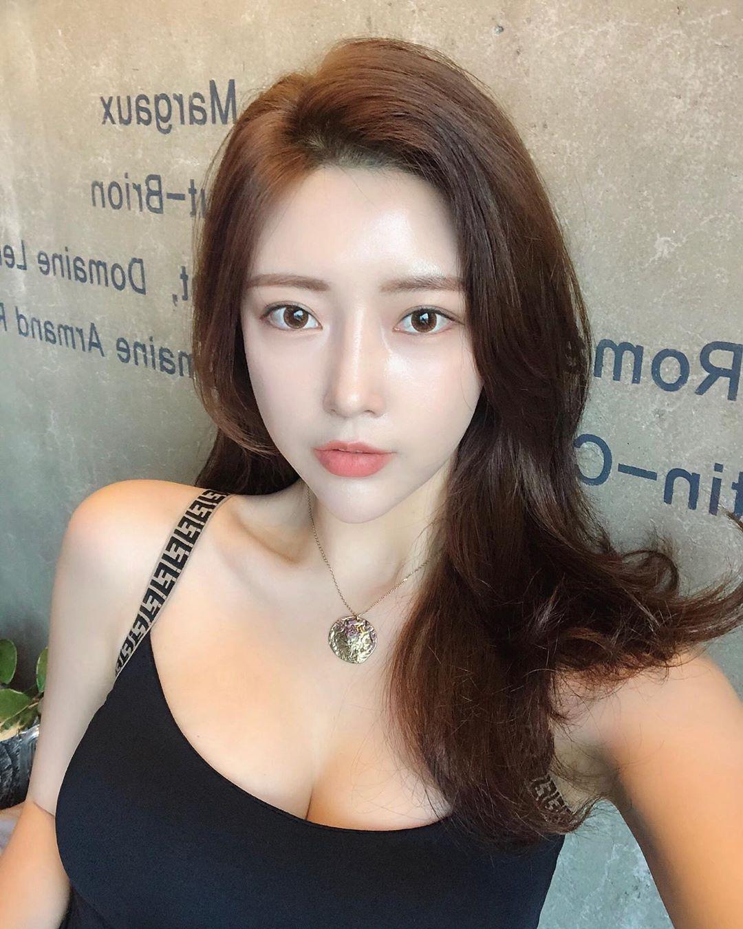 脱衣有肉穿衣显瘦的极品韩国美女