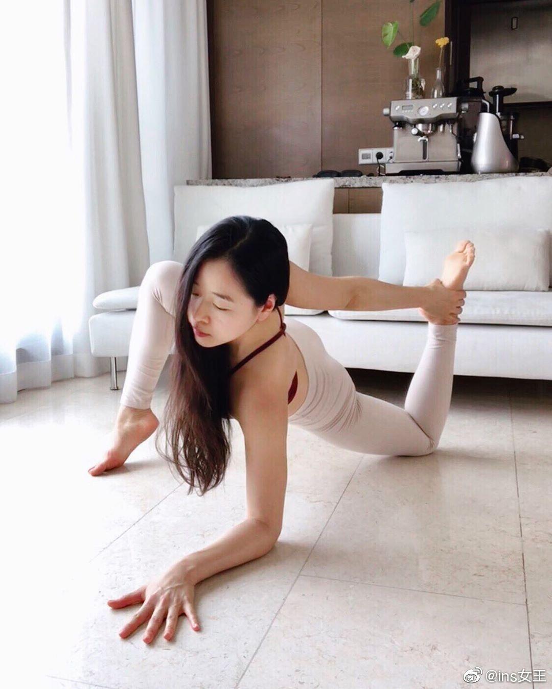 好身材的韩国家庭主妇 Sanga_yogini高叉紧身衣瑜伽教学 发现美