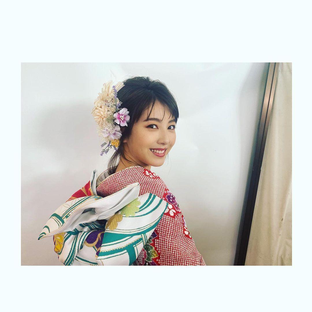 《滨边美波写真集20》10月27日发售 《月刊旅色》爱犬首次亮相  高清套图 第5张