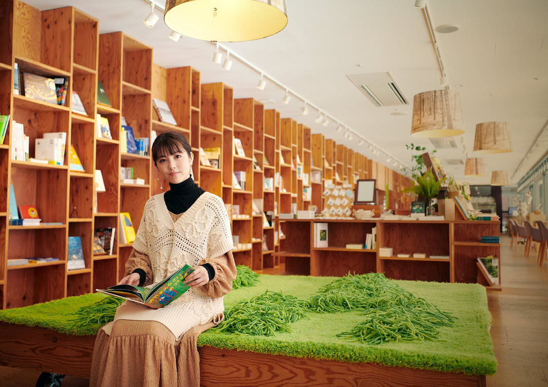 《滨边美波写真集20》10月27日发售 《月刊旅色》爱犬首次亮相  高清套图 第12张