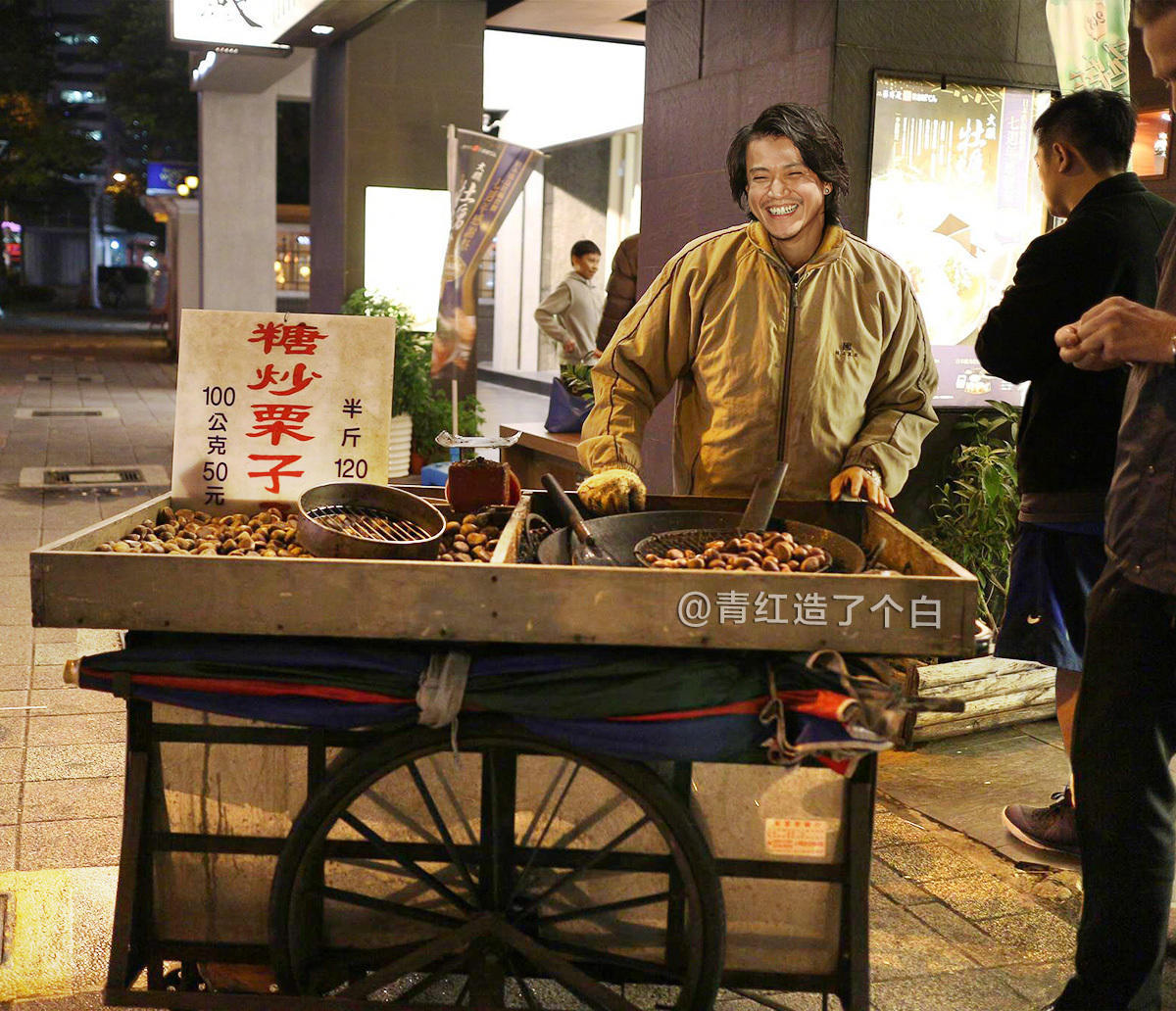 @青红造了个白:明星摆摊与互联网的摆摊大军