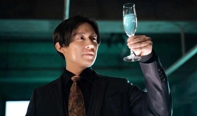 法制咖小出惠介时隔四年复出出演《酒癖50》感觉极具讽刺性 (6)