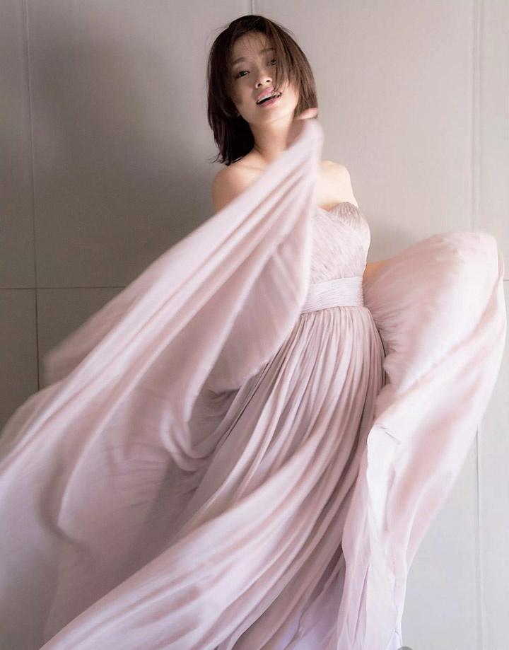 上户彩为《半泽直树2》事隔多年再战写真灿烂笑容完美身段依然 (15)