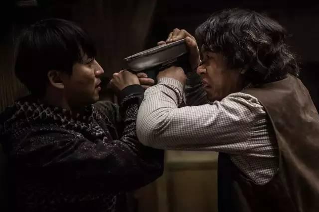 电影《杀人者的记忆法》连环杀手之间精彩对决 (8)