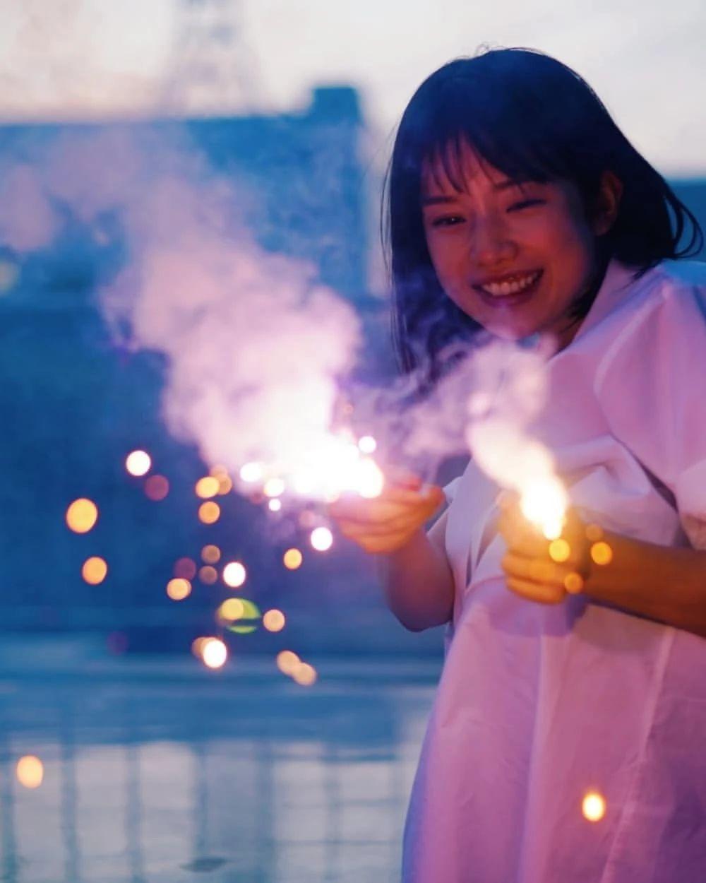 永远一张娃娃脸的棉花糖女孩弘中绫香写真作品 (84)