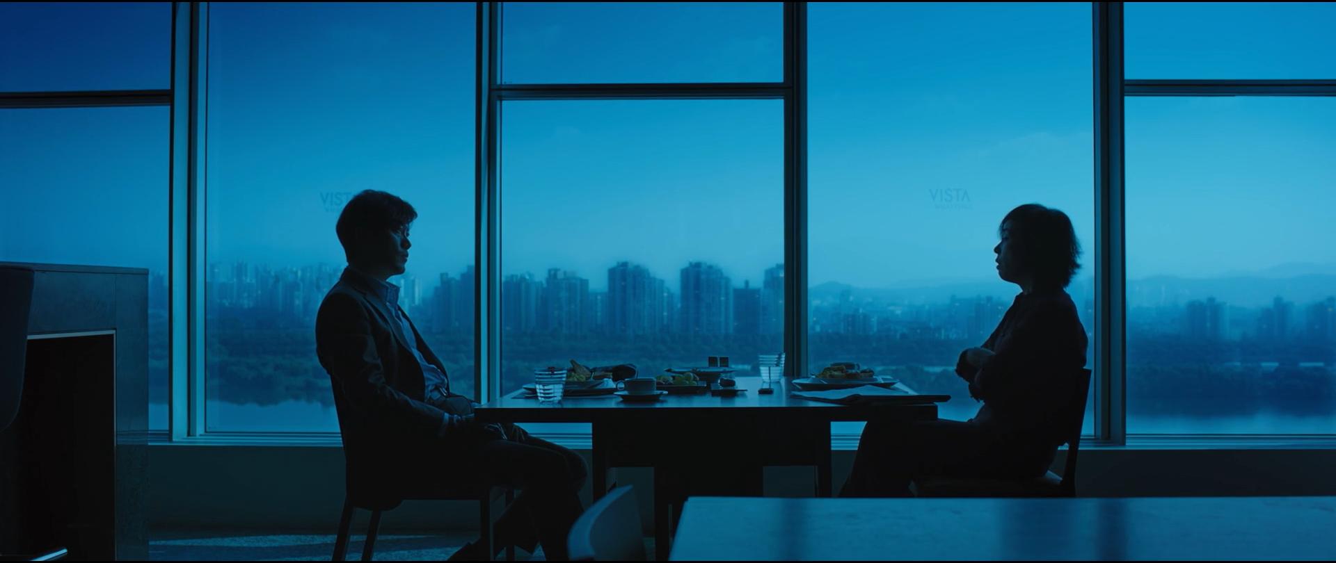 韩国动作悬疑电影《魔女》变异人不断反转剧情就为找自己的生父母 (1)