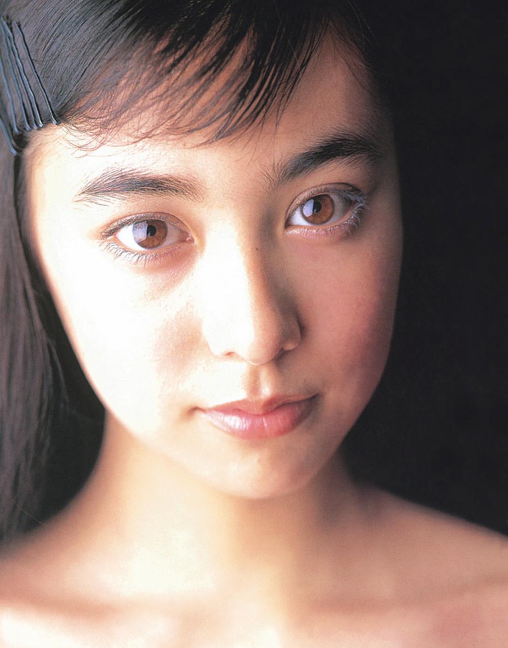 被锁在保险柜里的日本艺人吹石一惠的写真作品 (18)