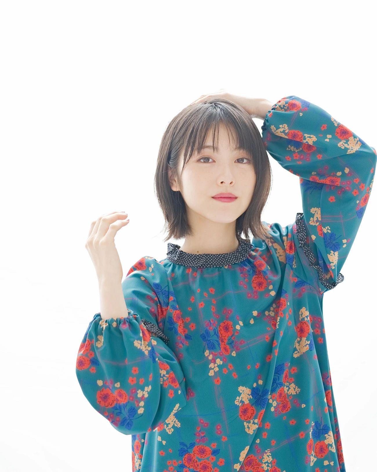 气质楚楚动人的滨边美波写真作品 (8)