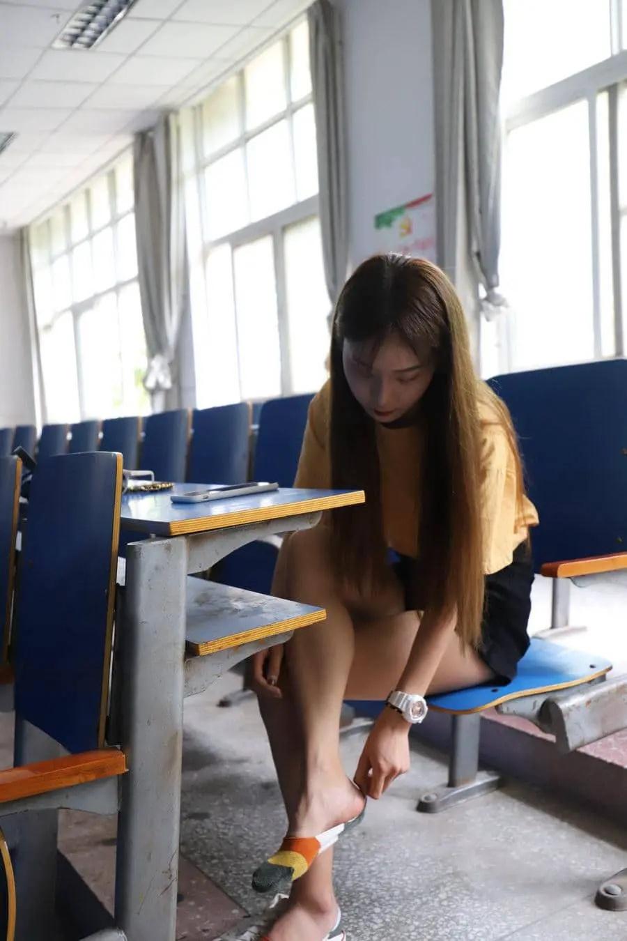校园女神大西瓜爱牙膏上课时候的那些cos合集 (11)