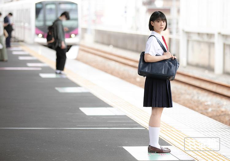 桃乃りん(桃乃铃,Momono-Rin)个人图片,18岁超年轻的妹子 雨后故事 第2张