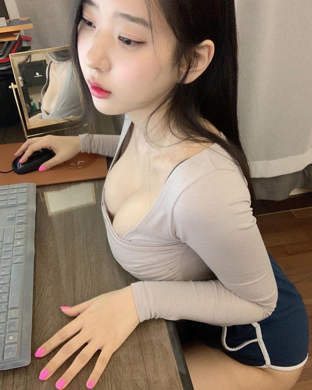 韩国网红模特zennyrt(申才恩)魔鬼身材清秀容颜人气逆天 发现美