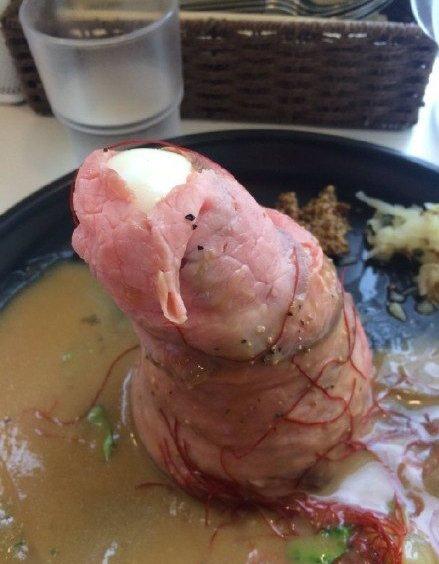 岛国一网友称自己只是想单纯地吃个牛肉饭,没想到店家对牛肉饭的造型做的这么不正经 趣图