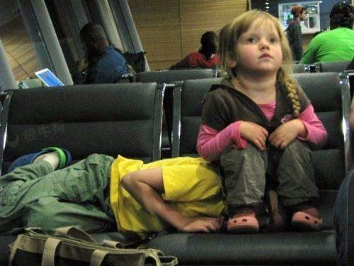 机场看到的,妹妹萌中透露这霸气,哥哥果然是亲的啊~