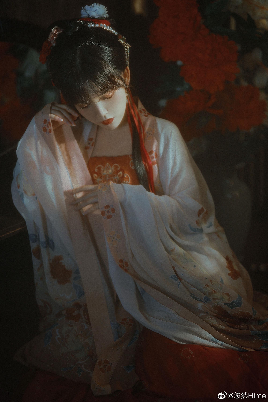 山黛远,月波长,暮云秋影蘸潇湘。