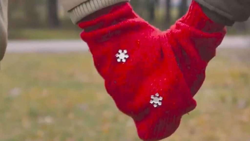 把旧毛衣改造成一双情侣手套