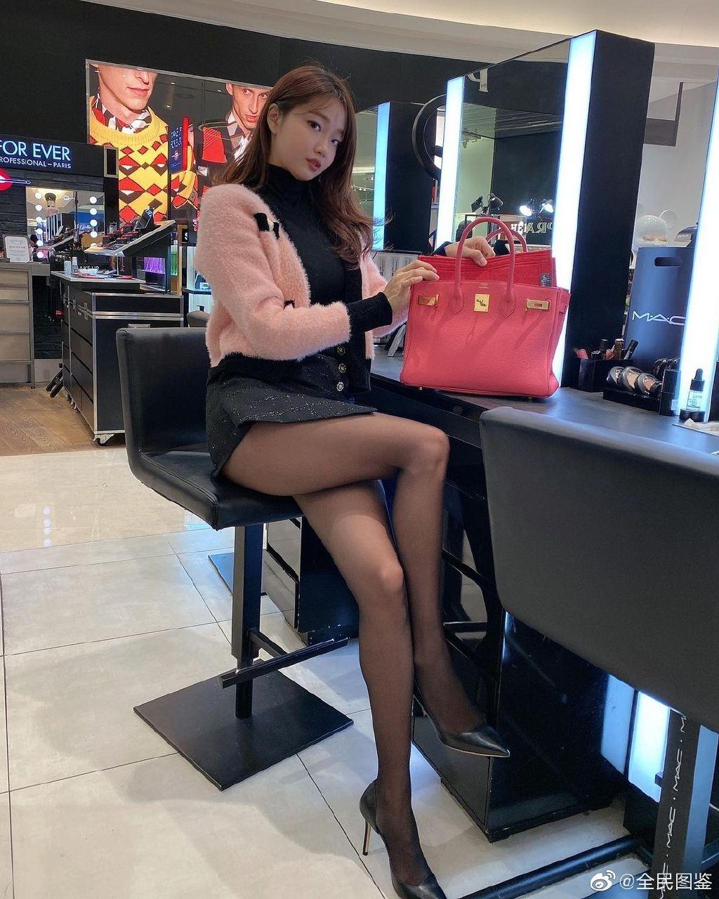 小姐姐这包一定很贵吧? 发现美