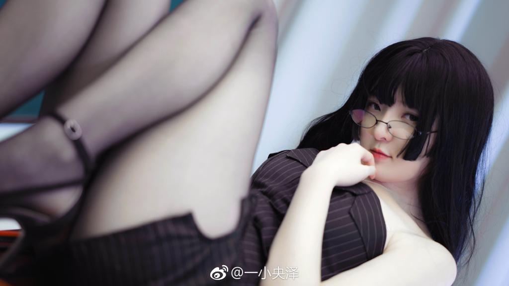 微博妹子图推荐@一小央泽 一个爱COS的黑丝小姐姐美女诱惑