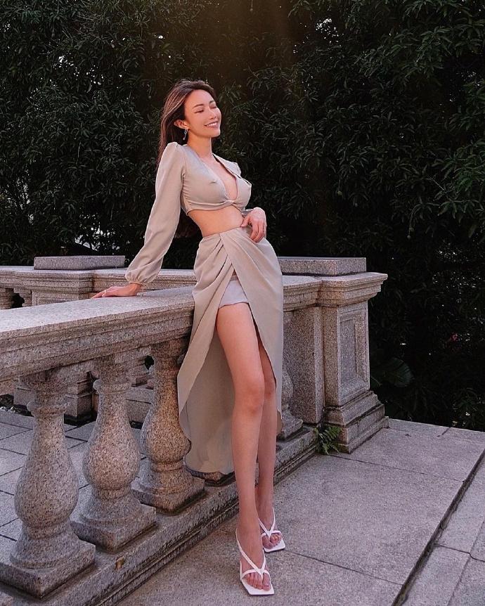 火辣出众的自创品牌正妹老板娘「Emily Lee」,美长腿好迷人!-新图包