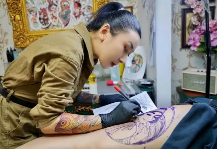 纹身师:有女孩在结婚前,被要求洗掉纹身