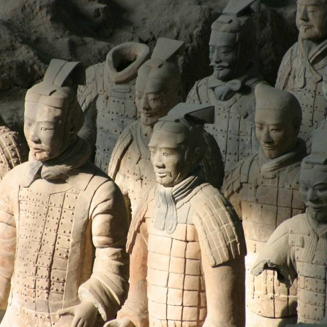 兵马俑在地下分布面积大且埋得浅,为什么两千多年都没人发现?
