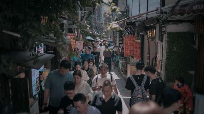 五一出游还真不如在家躺着...在重庆看人海