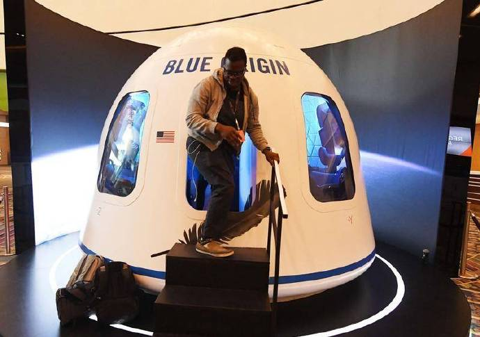 奢华太空旅行:跟前世界首富同游10分钟花1.9亿