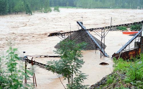 河南水灾在这24小时内的信息传递,确实也如洪流般跌宕起伏