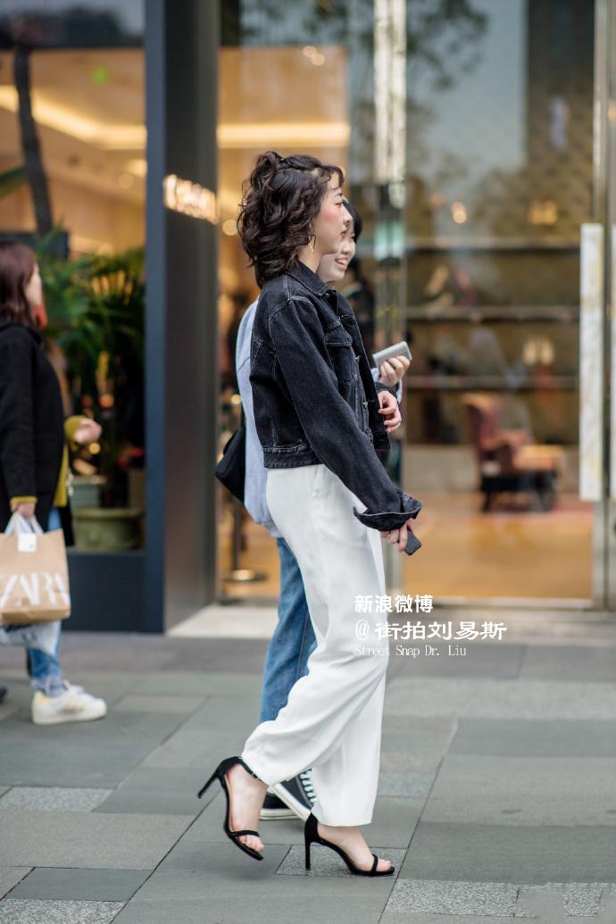 街拍美女:街拍成都春熙路大长腿美女