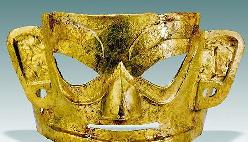 15天花20万元用500克黄金敲数万锤纯手工复原三星堆黄金面具
