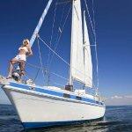 坐船出海的比基尼美女人艺体图片超大胆摄影