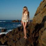 海岸边比基尼美女大胆人体模特图片